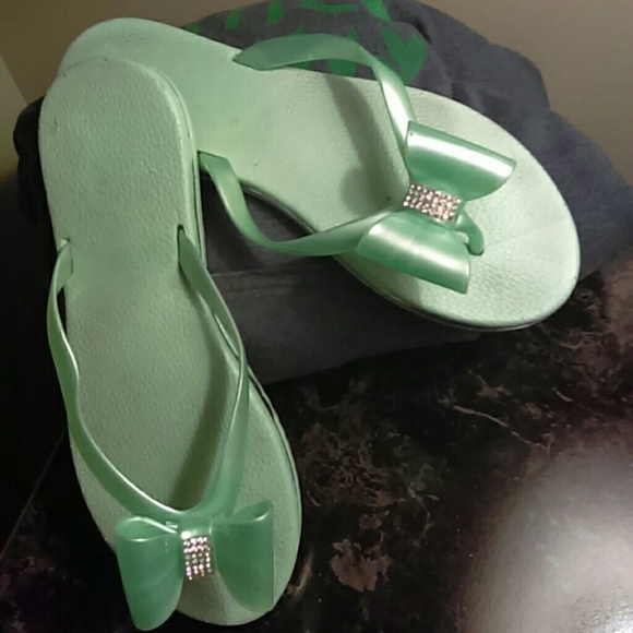 e20491165 143 Girl Shoes - Mint green size 7.5 flip flop jeweled bow sandal